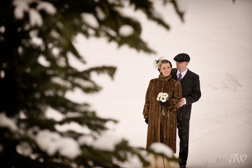 Chateau-lake-louise-wedding-photographer-bride-groom-in-snow
