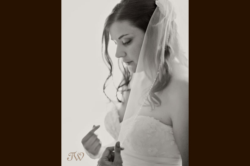 Calgary-wedding-photographer-at-hotel-arts-bridal-portrait