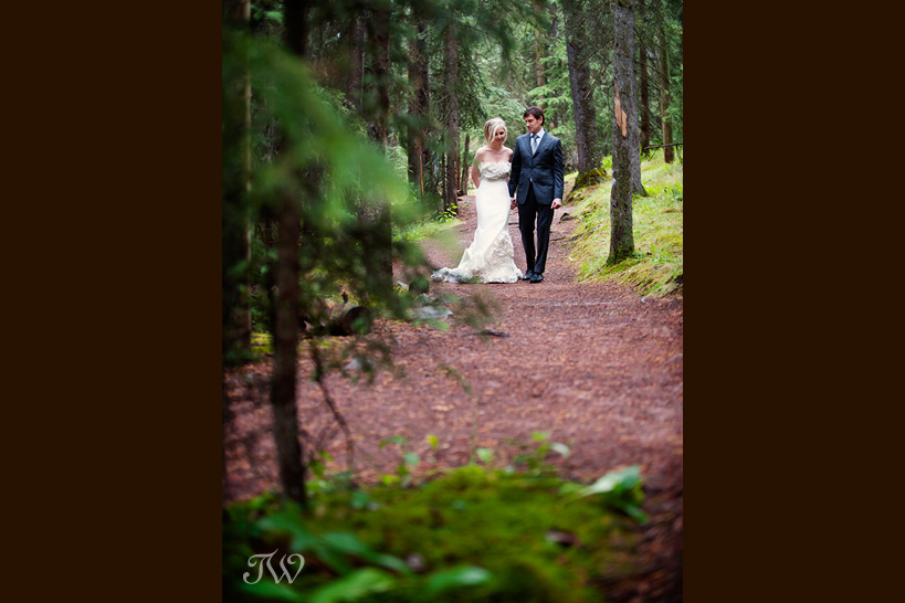 Banff-Springs-wedding-photographer-bride-and-groom
