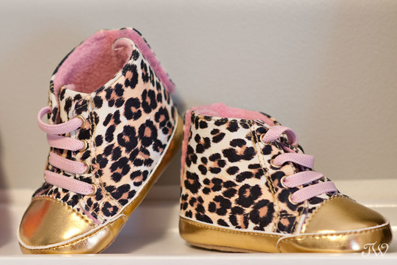 Newborn-photos-Calgary-leopard-baby-shoes