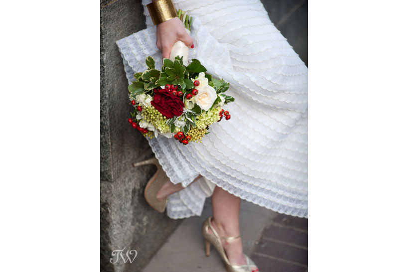 photographer-in-calgary-bride-with-bouquet