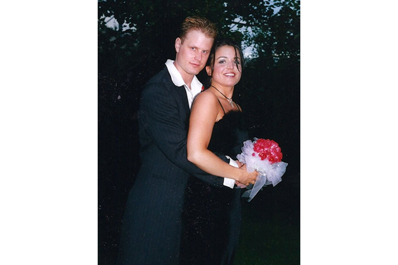 Calgary-wedding-photographer-engagement-photo-shoot-02