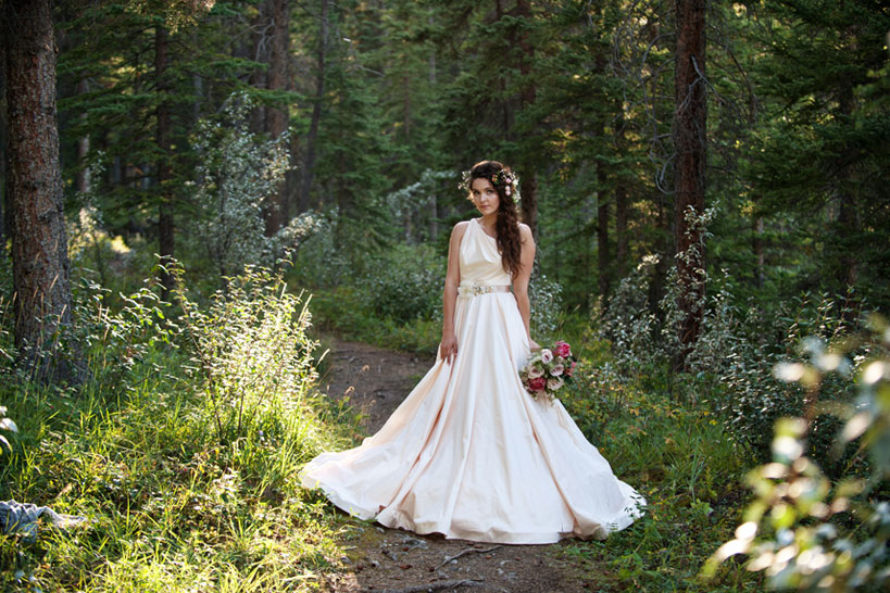 bride in Romona Keveza gown captured by Calgary wedding photographer Tara Whittaker
