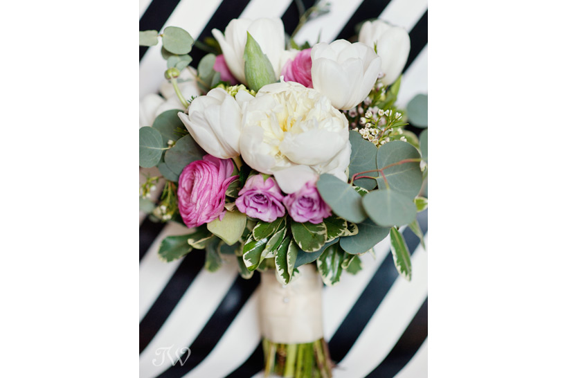 spring-bridal-bouquets-Tara-Whittaker-Photography-05