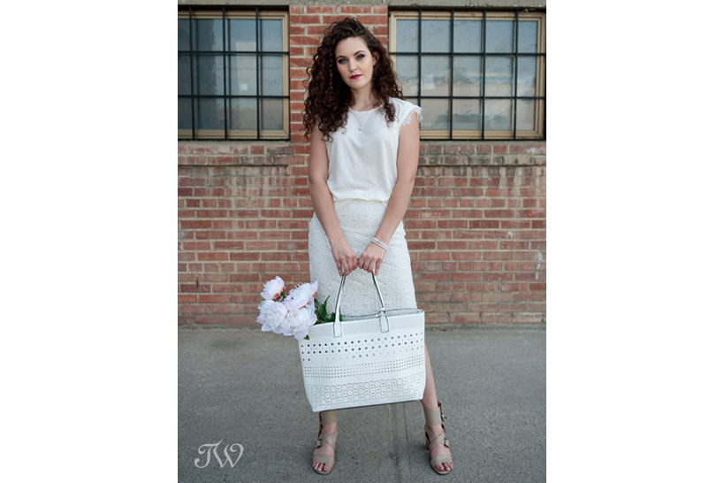 model wearing all white captured by Tara Whittaker Photography