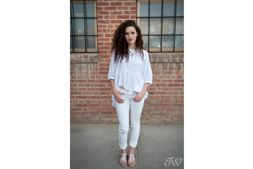 model in white jeans captured by Tara Whittaker Photography