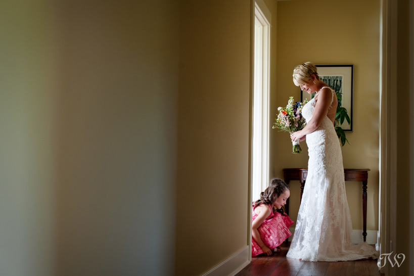 bride getting ready at her Okotoks Ranch wedding captured by Tara Whittaker Photography