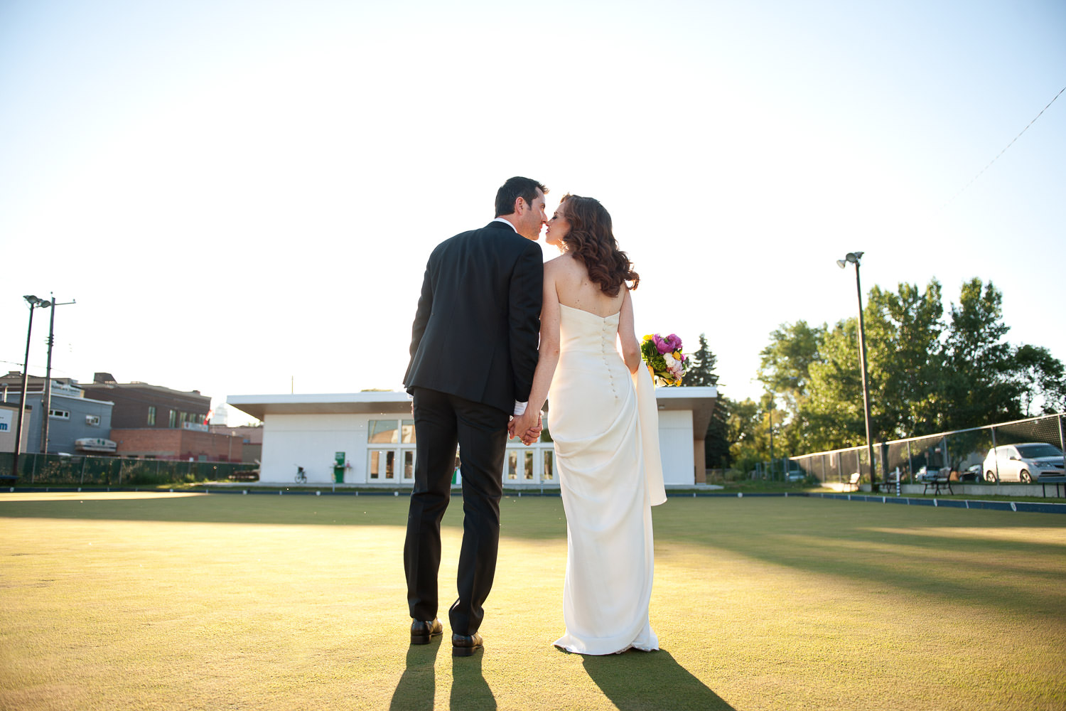 Bride and groom at Inglewood Lawn Bowling Club captured by Tara Whittaker Photography
