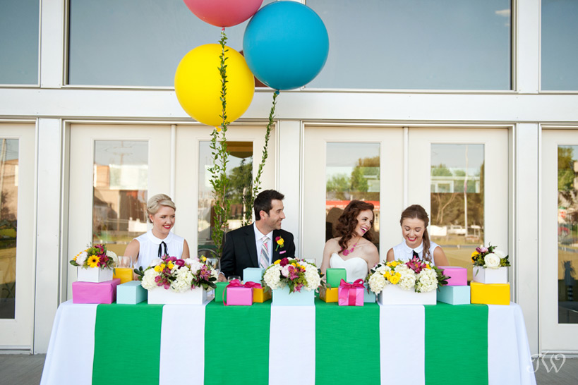 Head table at a Kate Spade inspired wedding captured by Tara Whittaker Photography