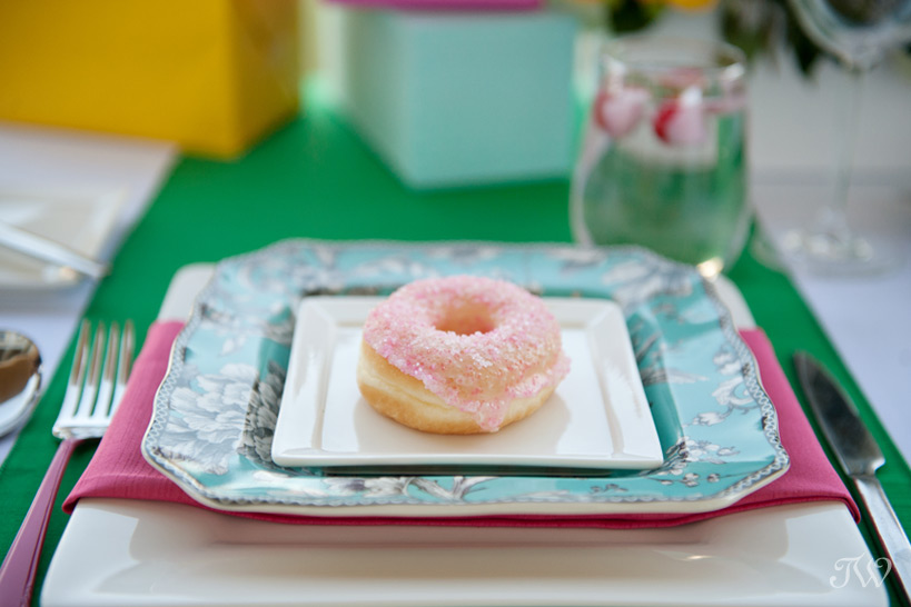 donut table favours at a Kate Spade inspired wedding Tara Whittaker Photography