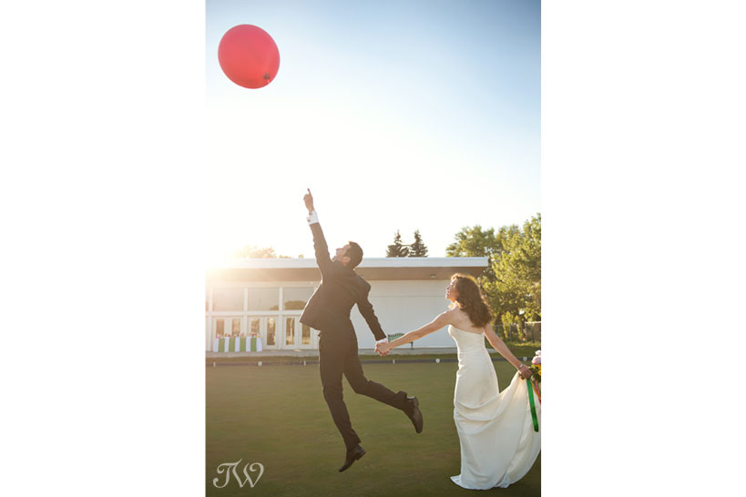 bride and groom with a pink balloon captured by Tara Whittaker Photography