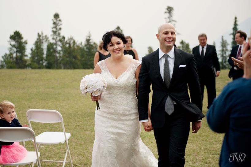 Tunnel Mountain Reservoir wedding captured by Tara Whittaker Photography