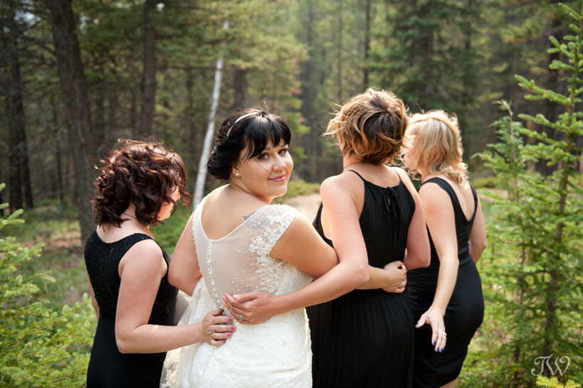 wedding party at Tunnel Mountain Reservoir captured by Tara Whittaker Photography
