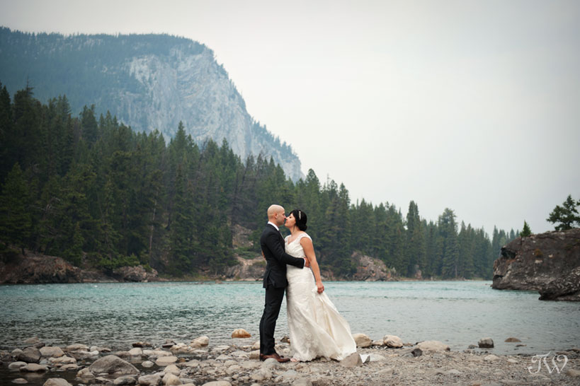 bride and groom on the Bow River in Banff captured by Tara Whittaker Photography