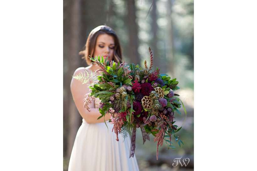 bride carrying a fall bridal bouquet captured by Tara Whittaker Photography