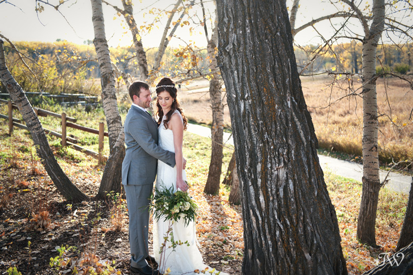 Bride and groom in Fish Creek Park captured by Tara Whittaker Photography