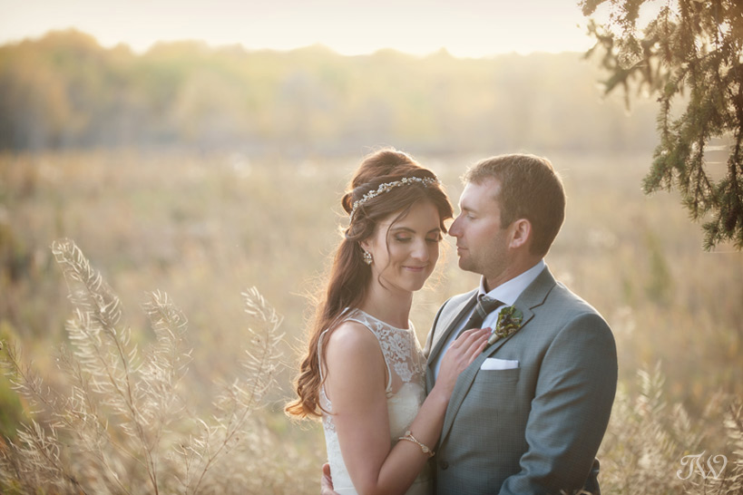 bride & groom at sunset in Fish Creek Park captured by Tara Whittaker Photography