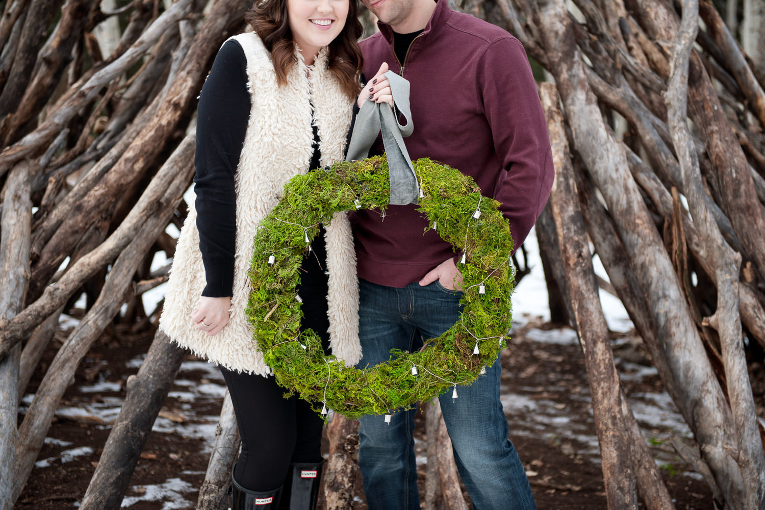 winter wreath at a holiday engagement session captured by Tara Whittaker Photography