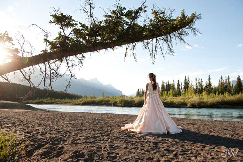 Rocky Mountain bride on the banks of the Bow River in Canmore captured by Tara Whittaker Photography