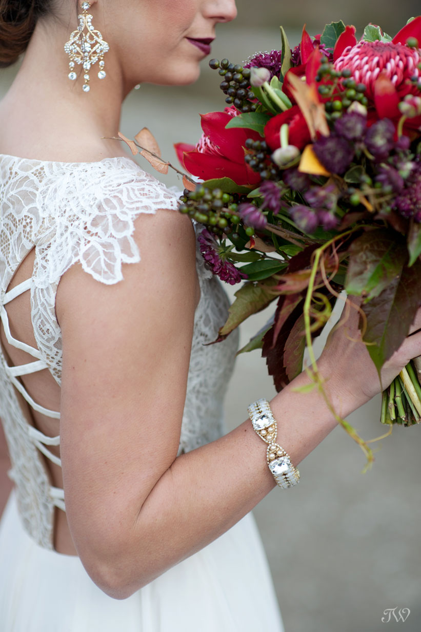Pretty bridal accessories from Cameo & Cufflinks captured by Calgary wedding photographer Tara Whittaker