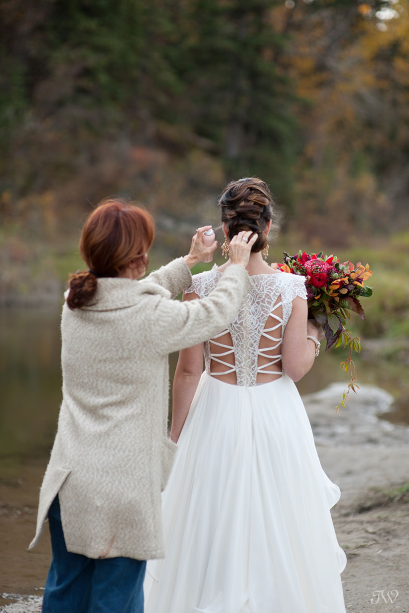 behind the scenes at a photo shoot with Tara Whittaker Photography in Fish Creek Park
