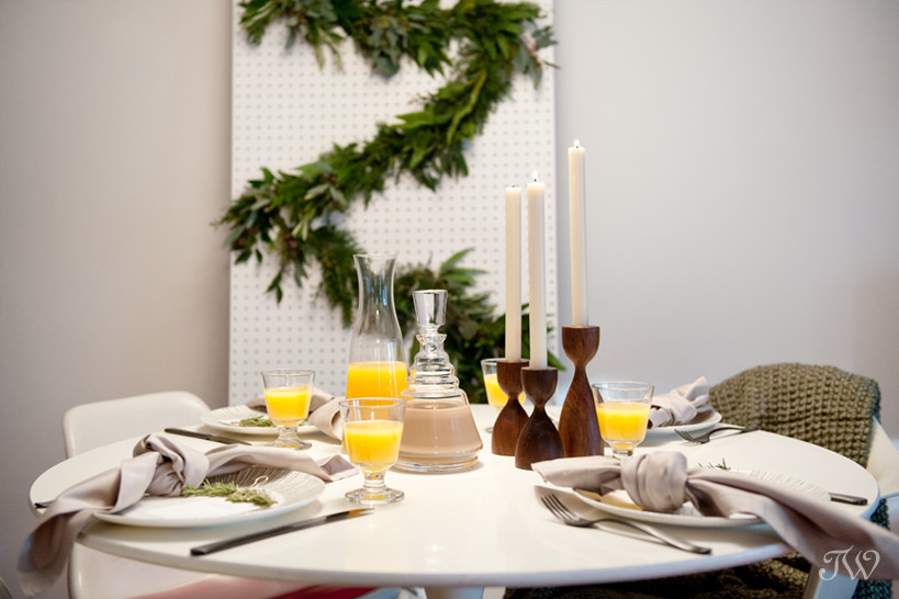 mid century modern Christmas brunch hosted by Bex Vintage