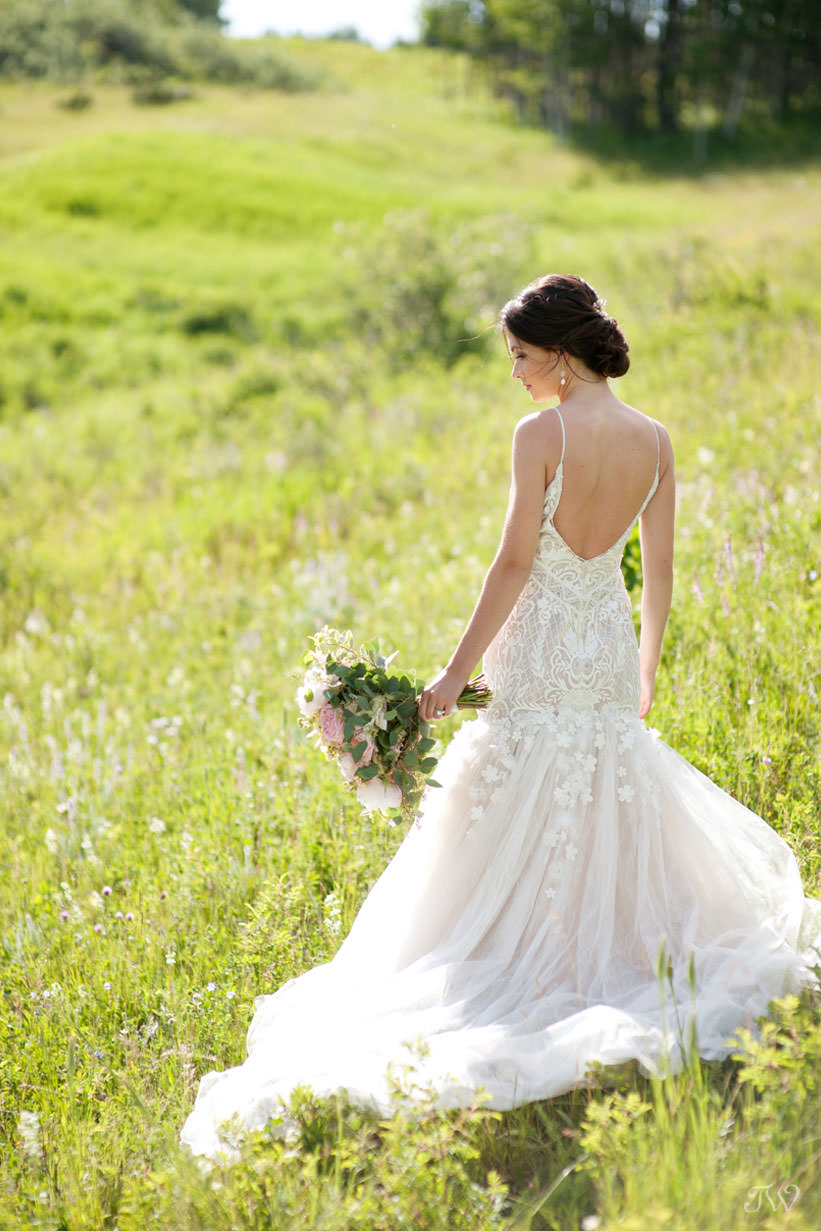 summer bride wearing a Persy bridal gown captured by Calgary wedding photographer Tara Whittaker