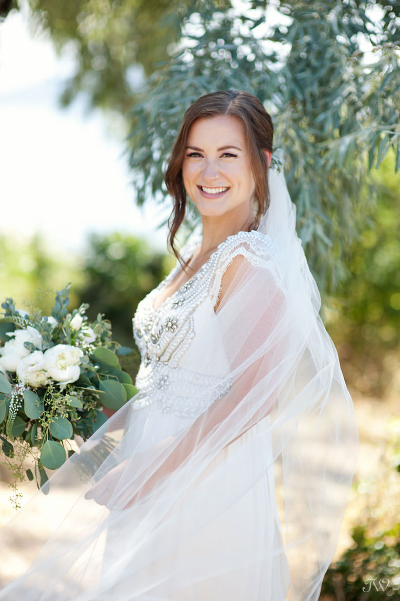 Bride wears Anna Campbell for Kelowna wedding photos captured by Tara Whittaker Photography