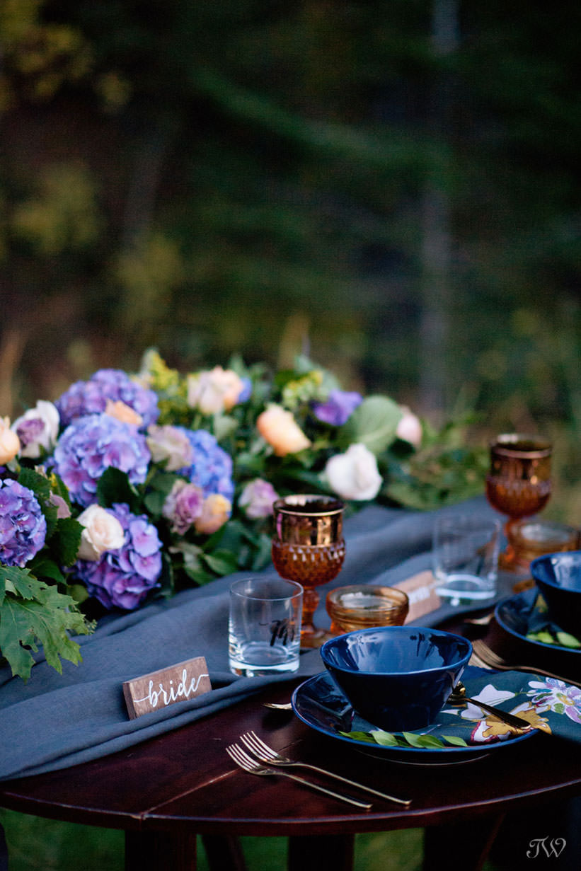Sweetheart table dressed in Ultra Violet, the Pantone color of the year captured by Tara Whittaker Photography
