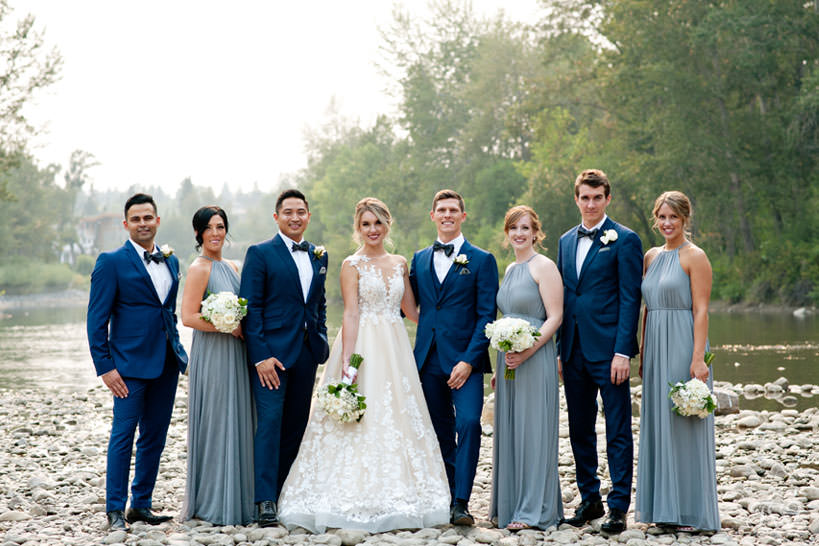 bridal party at Stanley Park in Calgary captured by Calgary wedding photographer Tara Whittaker