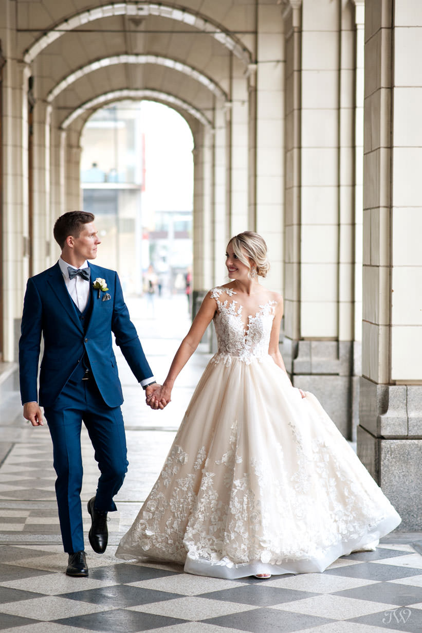 bride and groom at Hudson Bay on Stephen Avenue captured by Calgary wedding photographer Tara Whittaker