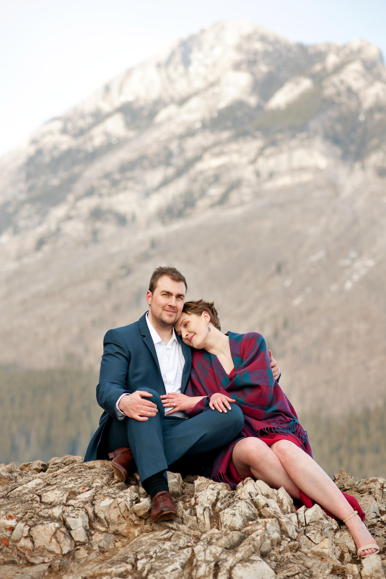 Roseanne and Ben at Lake Minnewanka Calgary wedding photographer Tara Whittaker