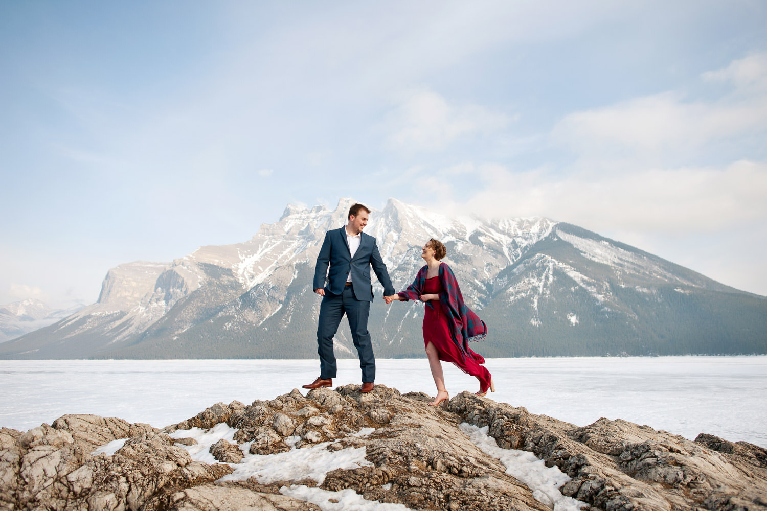 snowy engagement session at Lake Minnewanka in Banff National Park captured by Tara Whittaker Photography