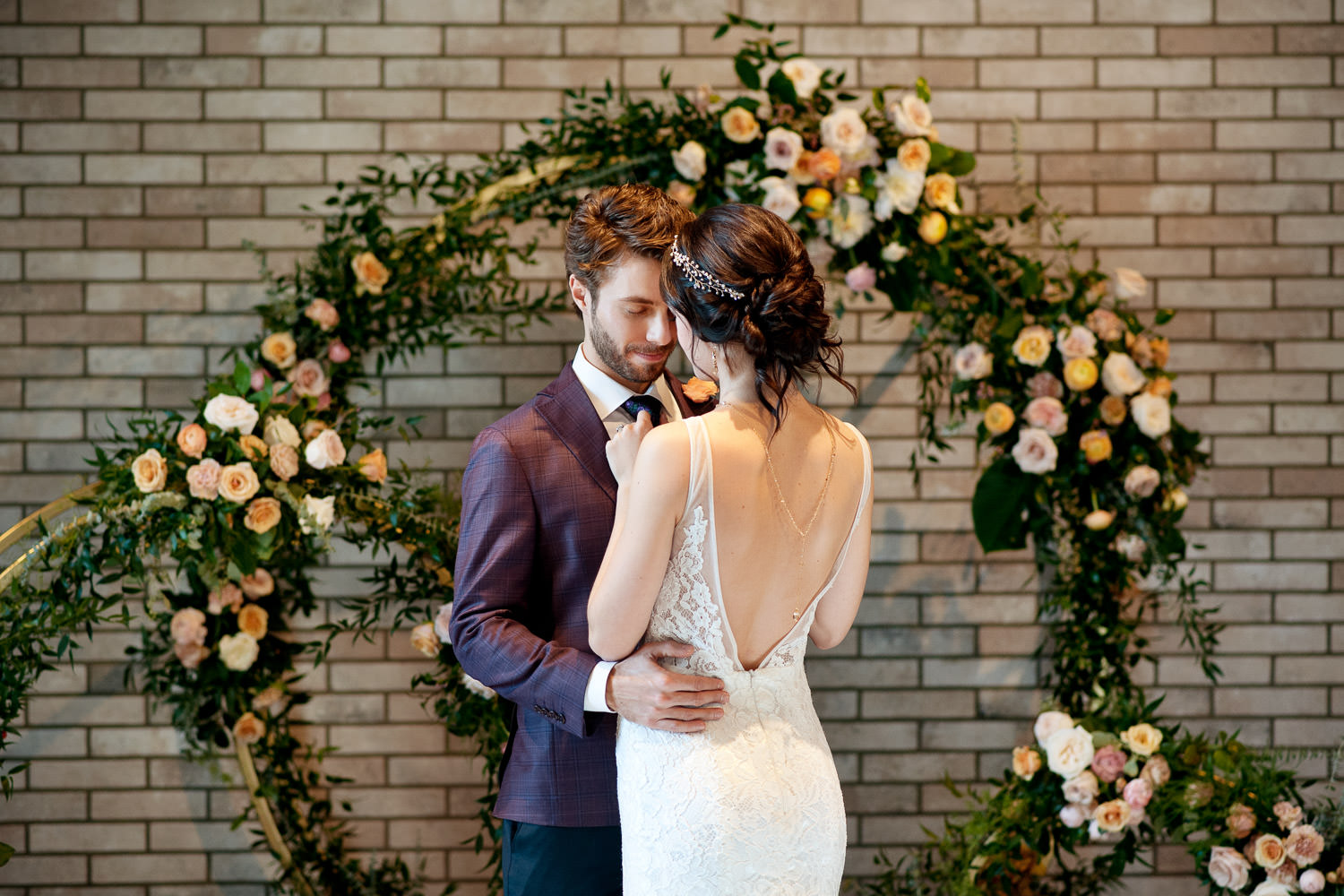 bride and groom with circle wedding arches in Calgary captured by Tara Whittaker Photography