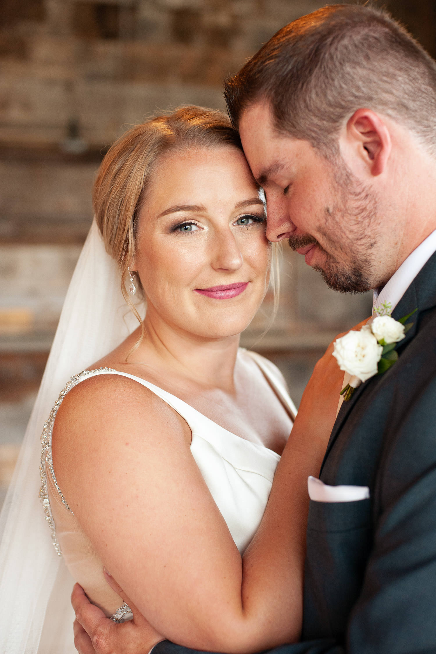 Bridal portrait at Creekside Villa wedding captured by Tara Whittaker Photography