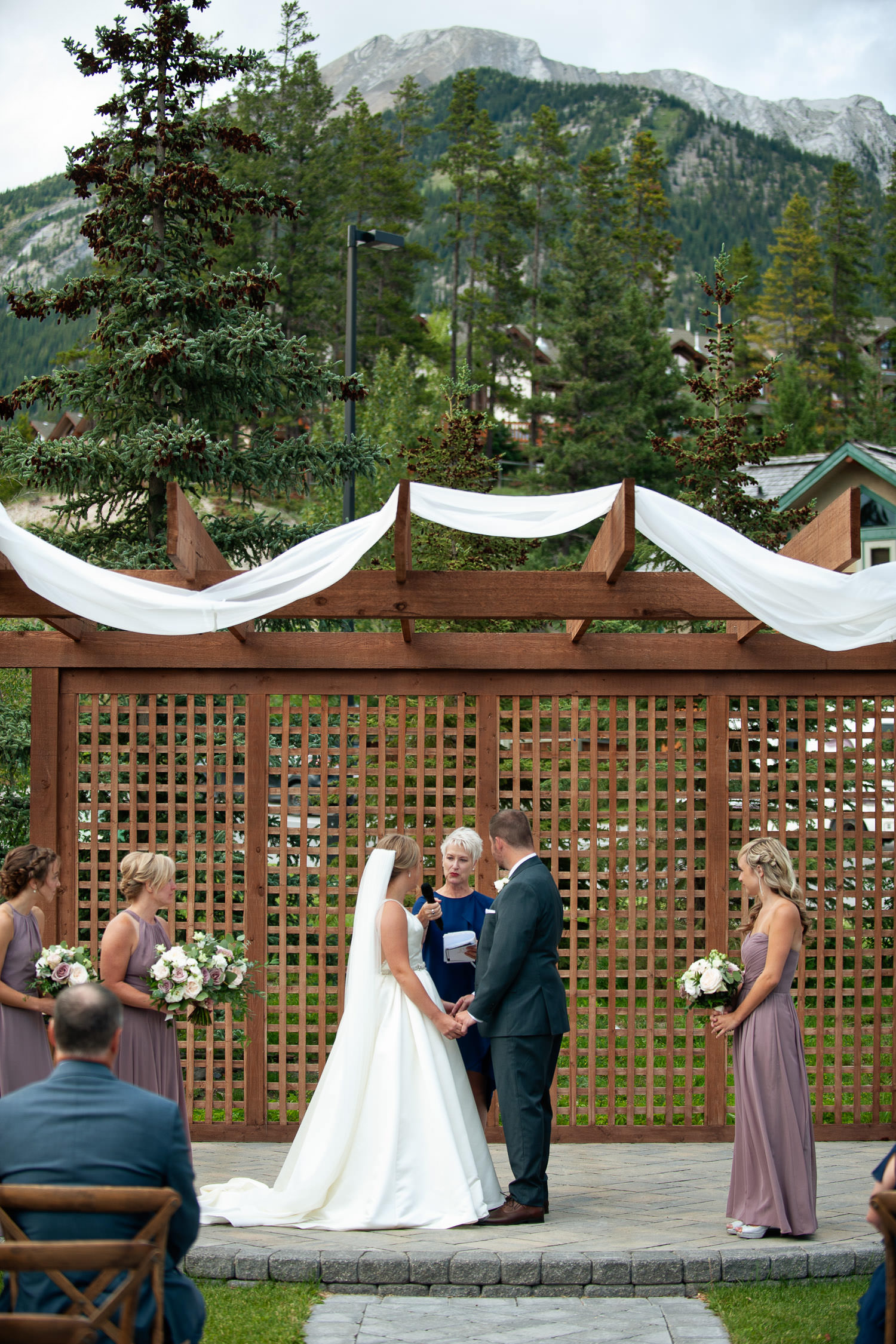 Mountain backdrop at outdoor ceremony during Creekside Villa wedding captured by Tara Whittaker Photography