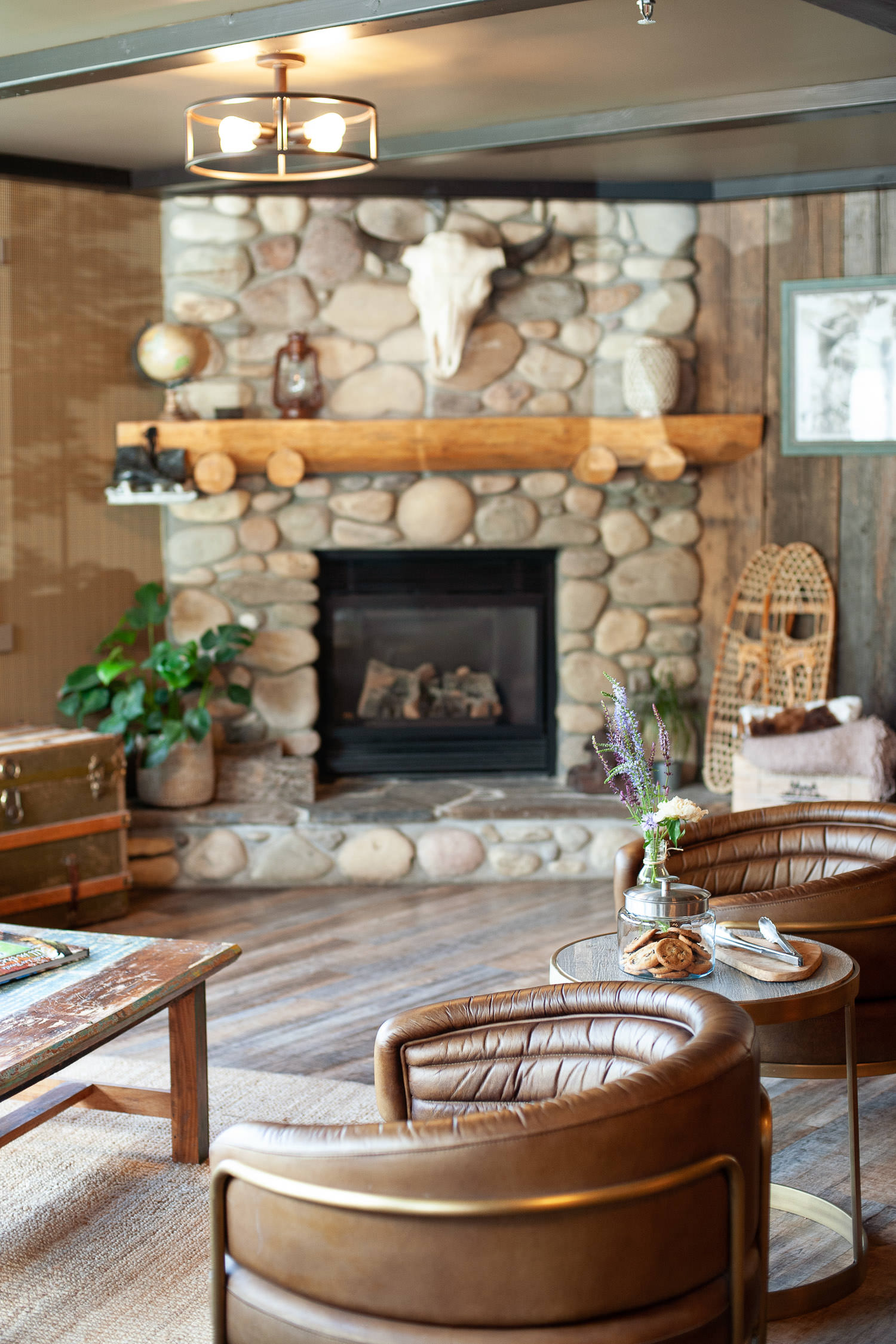 Rustic foyer at Creekside Villa in Canmore captured by Tara Whittaker Photography