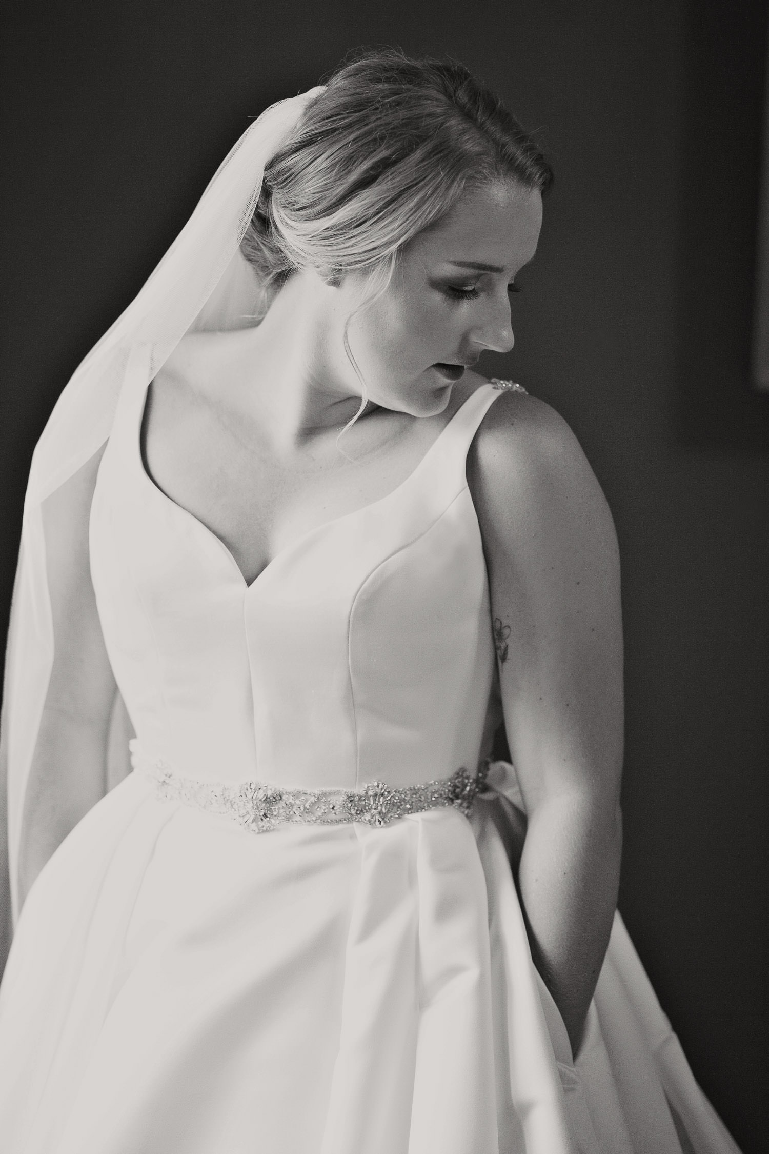 Bridal preparations before a Creekside Villa wedding captured by Tara Whittaker Photography