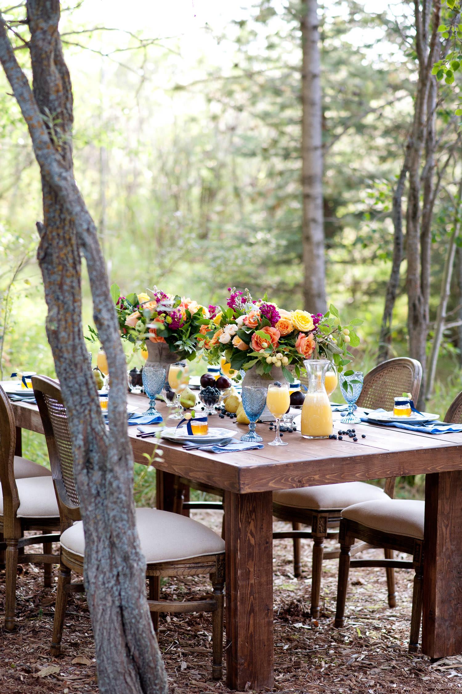 al fresco brunch wedding table captured by Tara Whittaker Photography