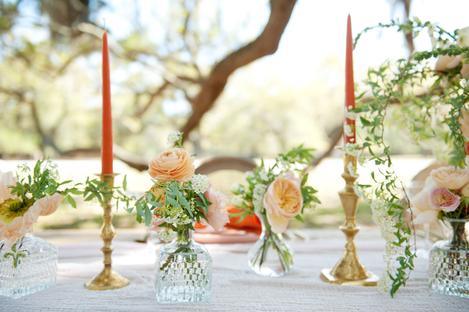 Vases and candles on the head table at a garden wedding captured by Tara Whittaker Photography