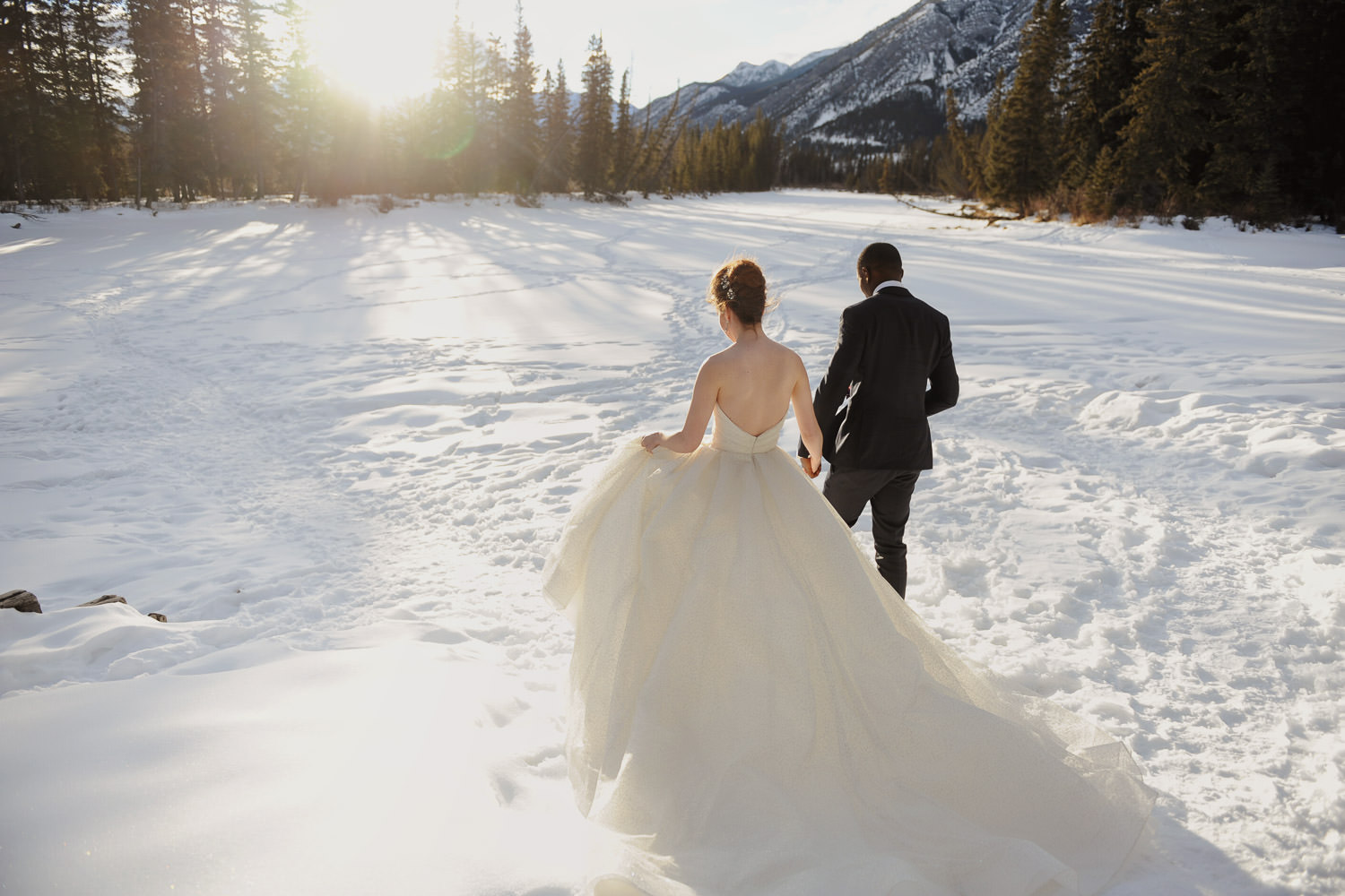 Winter bride & groom in Banff captured by Tara Whittaker Photography